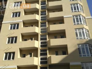 продажатрехкомнатной квартиры на улице Солнечная